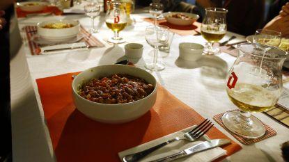 Stormvogels serveren spaghetti in Sint-Janshof