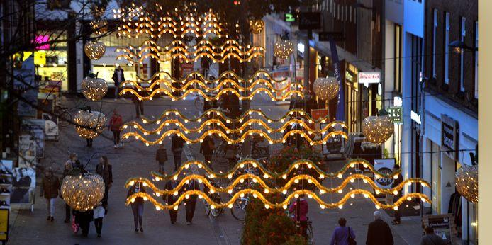 Feestverlichting in de binnenstad van Tiel.