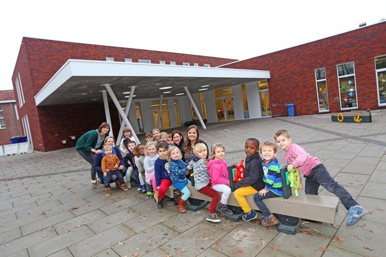 De kleuters van Vijverbeek zijn in hun nopjes met de nieuwe school.