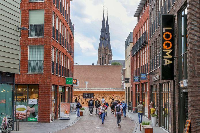 Zicht op de Catharinakerk vanuit te Nieuwe Emmasingel. Dit is mogelijk nu het V&D gebouw voor een deel is gesloopt.