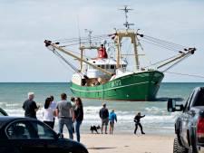 Nieuwe reddingspoging Urker Kotter voor Deense kust niet gelukt, politie stuurt toeristen van het strand
