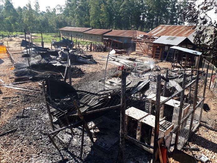 Verbrande resten van de ebolacentrum van Artsen zonder Grenzen in de Democratische Republiek Congo.