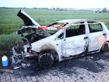 Auto in buitengebied Culemborg brandt volledig uit
