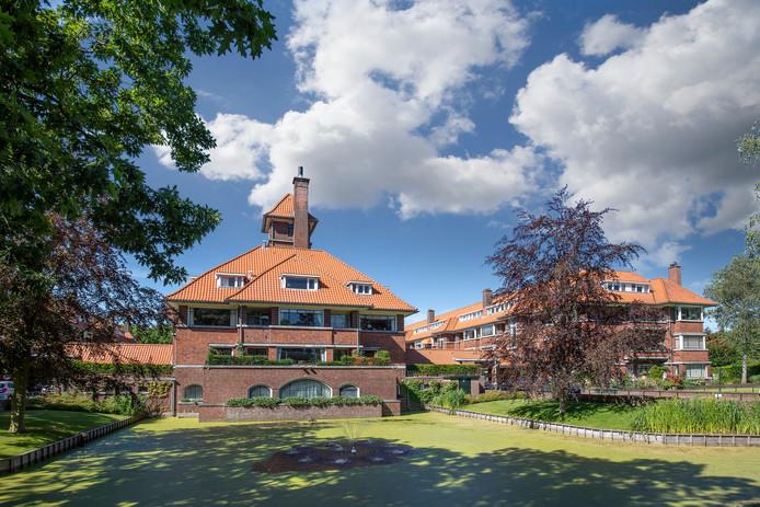 Enkele van de ruim 400 bouwwerken die Co Brandes de stad Den Haag en het villadorp Wassenaar heeft nagelaten.