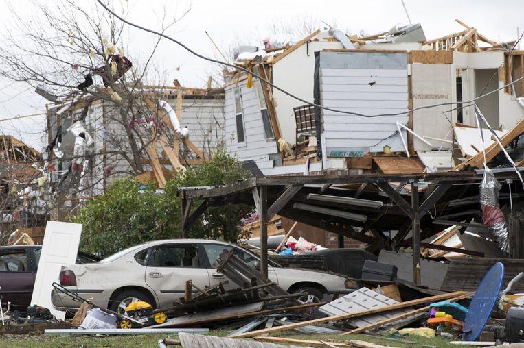 Het midden van de VS werd in december opgeschrikt door heftige tornado's, terwijl het seizoen daarvoor nog helemaal niet was aangebroken. Of de wintertornado's samenhangen met El Niño, ver weg in de Pacific, is niet te achterhalen, denken experts. Tornado's zijn heftig, maar erg lokaal. 'Niet iedere nies maakt een hooikoortsseizoen', schrijft de Amerikaanse meteoblogger. Beeld LAURA BUCKMAN / AFP
