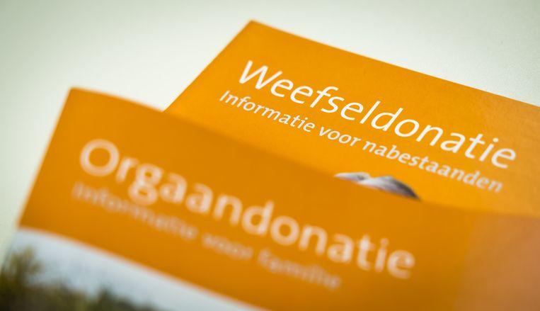 Informatiefolder over de nieuwe donorwet van 1 juli: net nu Nederlanders actief hun donorkeuze moeten doorgeven, kan dit datalek het vertrouwen schaden. Beeld ANP, Lex van Lieshout