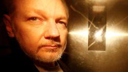 Julian Assange klaagt over slechte computer in cel