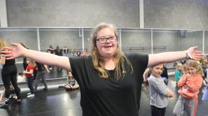 VIDEO: Dromen komen soms toch uit: Elien Dulst mag voor een keer dansjuf zijn