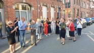 Allerlaatse keer applaus in Deken Adamsstraat met bijhorende toost op positieve afloop