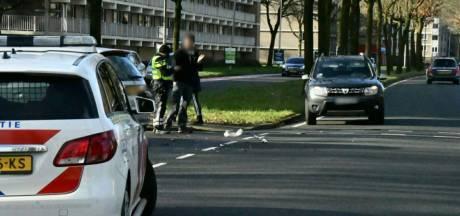 Meisje gewond bij aanrijding in Enschede, auto 180 graden gedraaid