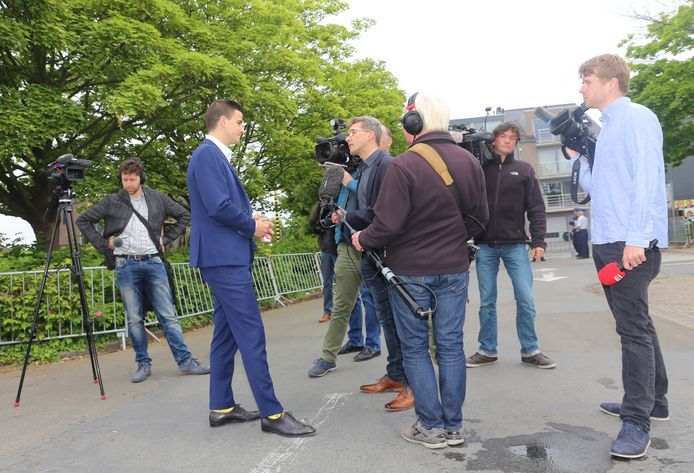 Van Langenhove werd omstuwd door journalisten vanmorgen.
