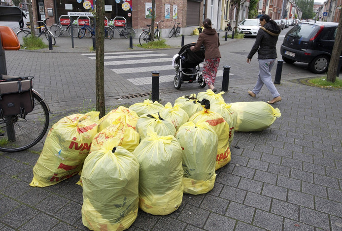 Beeld ter illustratie. Het parket voert een onderzoek naar de valse vuilniszakken die in omloop zijn in Gent.