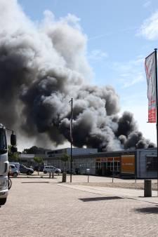 Zeer grote uitslaande brand op bedrijventerrein in Culemborg: brand onder controle