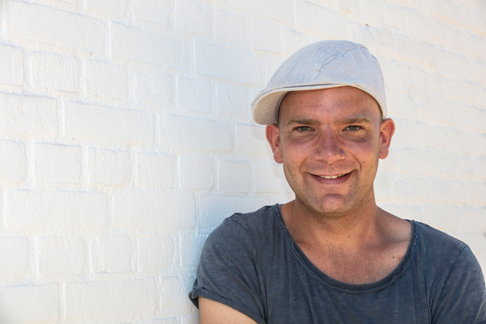 Stadskunstenaar Thomas Pieters in zijn geliefde Helmond