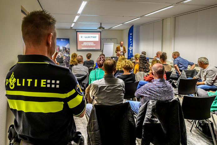 Discussie avond over veiligheid in het politiebureau in de Nieuwstraat in Roosendaal.