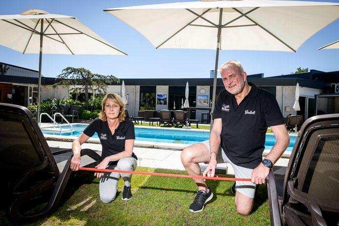 Frank en Marit Brummelhuis van sauna Keizer zouden dinsdag open gaan. Het stel kreeg daar uiteindelijk toch geen toestemming voor.