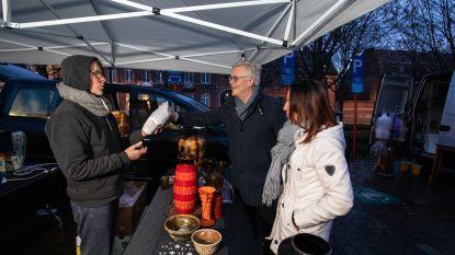Stad trakteert op kerstontbijt voor standhouders van Tongerse antiekmarkt