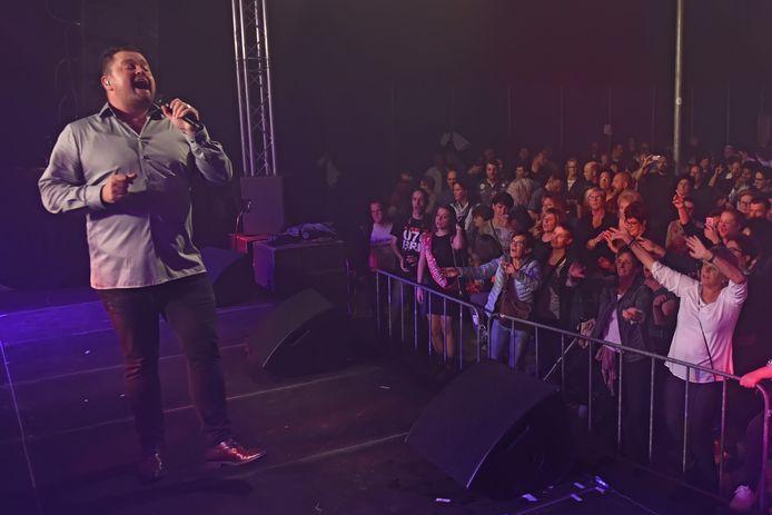 Frans Duijts zette in 2017 de tent op zijn kop tijdens het Smartlappenfestival Etten-Leur