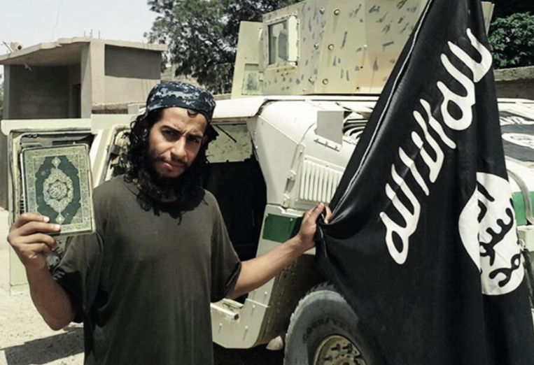 Abaaoud in het februarinummer van IS-glossy Dabiq. Beeld Dabiq