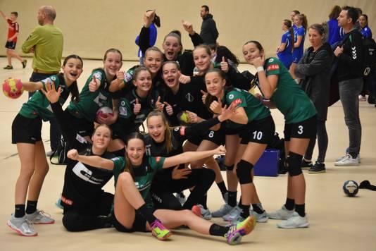 Meisjes C1 van handbalvereniging Tachos.