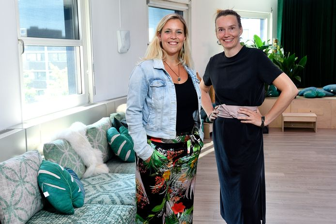 Tianne van Woudenberg (links) en Elise de Bres in de nieuwe afdeling Speel-Veld waar ze 80.000 euro in investeerden, vlak voor de crisis uitbrak.