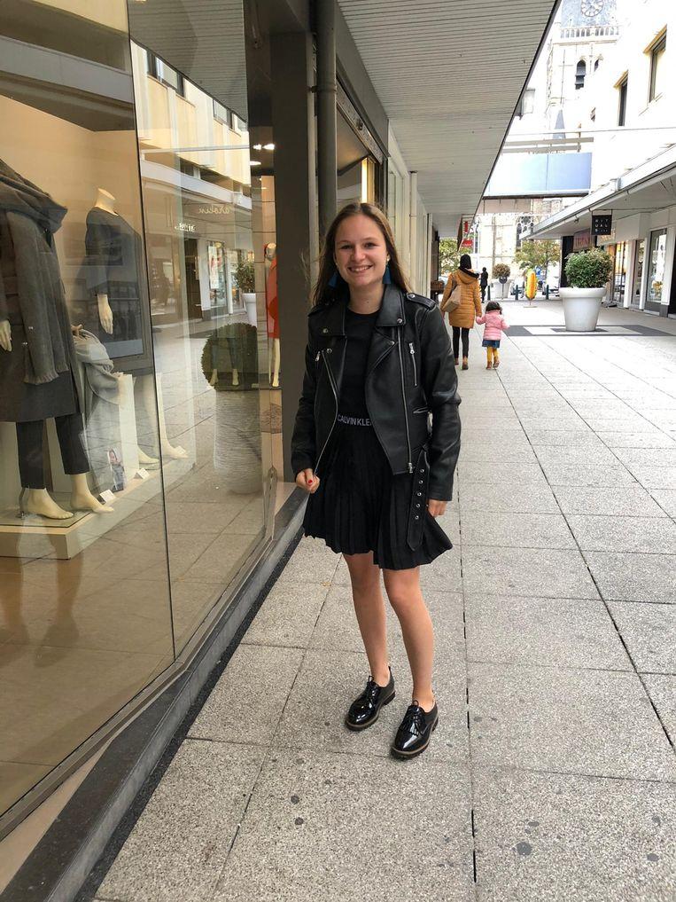 Febe Strobbe (18) uit Menen is een van de 80 leeftijdsgenoten die vandaag naar het verjaardagsfeest van prinses Elisabeth mocht. Ze loopt school aan tuinbouwschool PTI in Kortrijk.