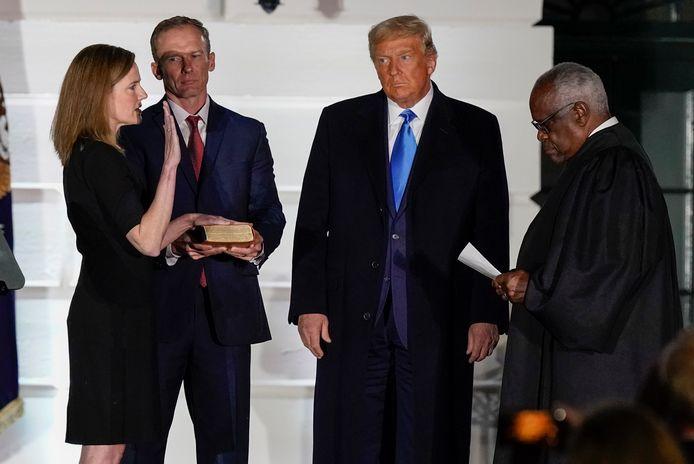 Amy Coney Barrett legde maandag direct al de eerste eed af in het Witte Huis.
