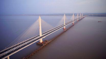 Chinese vlogger springt van brug in ondiep water en sterft voor de camera