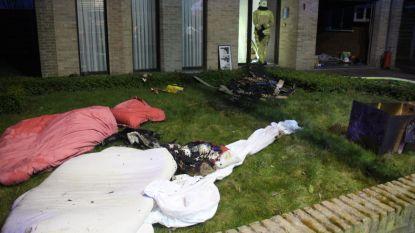 Bewoner valt in slaap met brandende sigaret, brandweer kan erger voorkomen