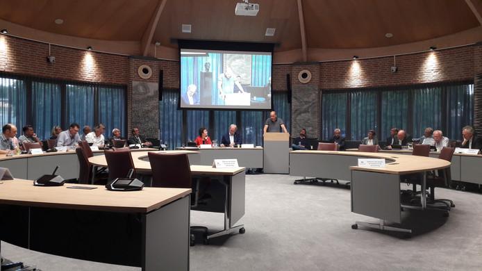Voorzitter Anton van den Broek van ZLTO Schijndel spreekt de politiek van Meierijstad toe.