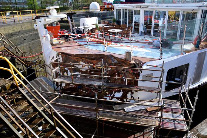 De Viking Idun op de scheepswerf in Amsterdam, waar het ter reparatie ligt.