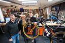 Eigenaren Wim, Petra en Maarten Rechterschot in hun zaak WR Bikes