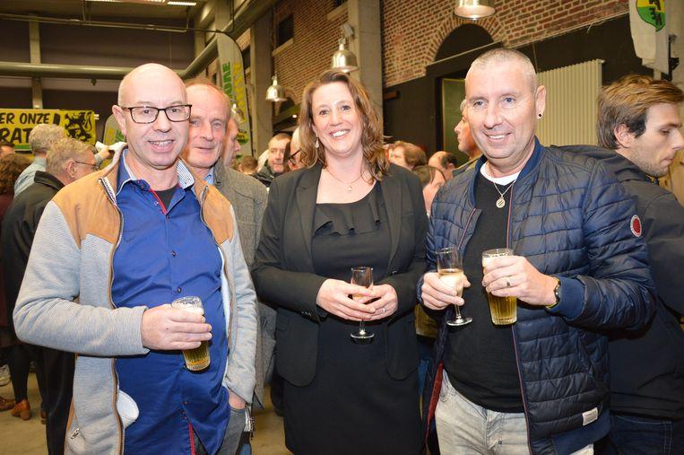 Forza Ninove-voorzitster Ilse Malfroot met Forza sympathisanten op de nieuwjaarsreceptie.