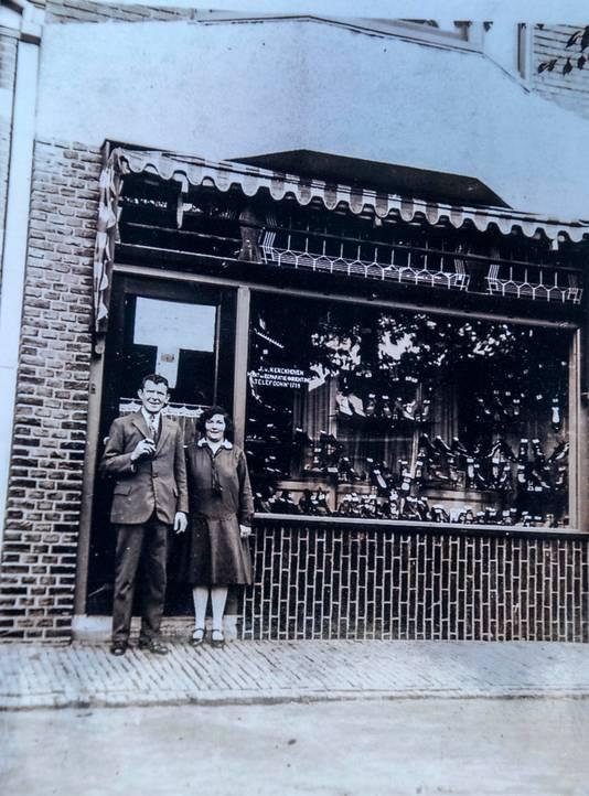Opa begon de zaak aan de Hoefakkerstraat. Daarna was het de beurt aan de vier zonen.