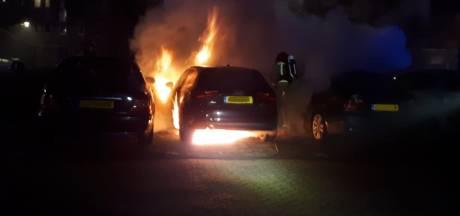 Drie auto's beschadigd door brand in Eindhoven