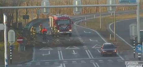 Boom valt en blokkeert afrit A50 bij Heerde-Zuid