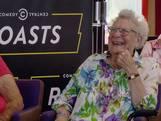 Cabaretier Martijn over bejaarden: 'Jullie luiheid inspireert me'