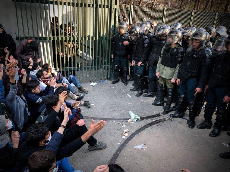 Een studentenprotest in Teheran, op maandag. Beeld