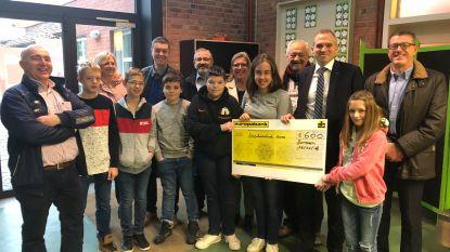 N-VA Zottegem schenkt 600 euro aan  Sint-Franciscusschool Velzeke na zware brand