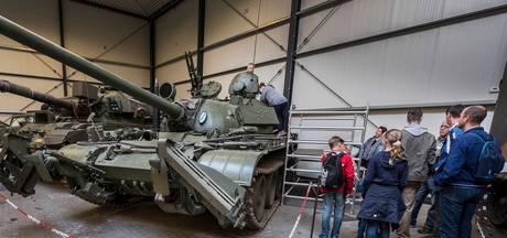 Kijkje in 'gloednieuwe' tank in Overloon: 'Hij komt zo van de dealer'