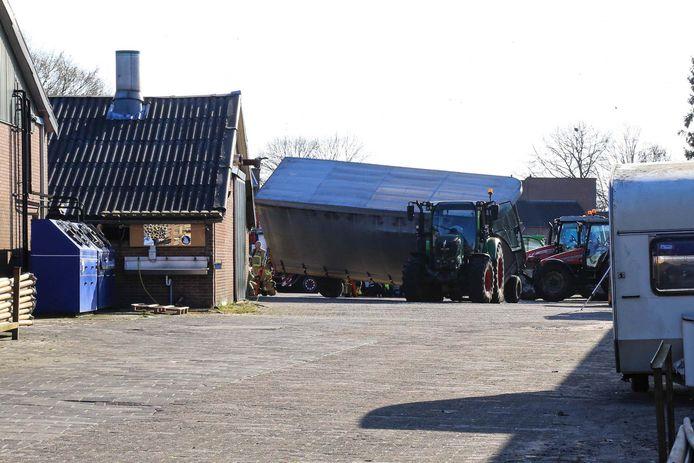 Gewonde bij bedrijfsongeval in Gemert, hulpdiensten massaal aanwezig.