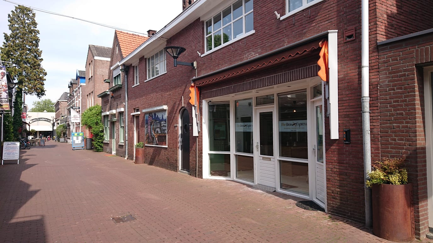Brow Express is te vinden aan de Houtstraat.