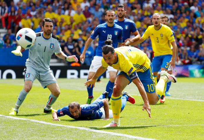 Zlatan Ibrahimovic eerder in actie tegen Italië.