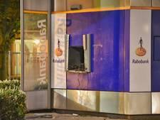 Pinautomaat Rabobank ontzet door plofkraak in Oisterwijk; drie daders op de vlucht
