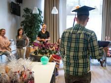Diploma in Den Hey-Acker: 'Met op je luie reet zitten bereik je niets'