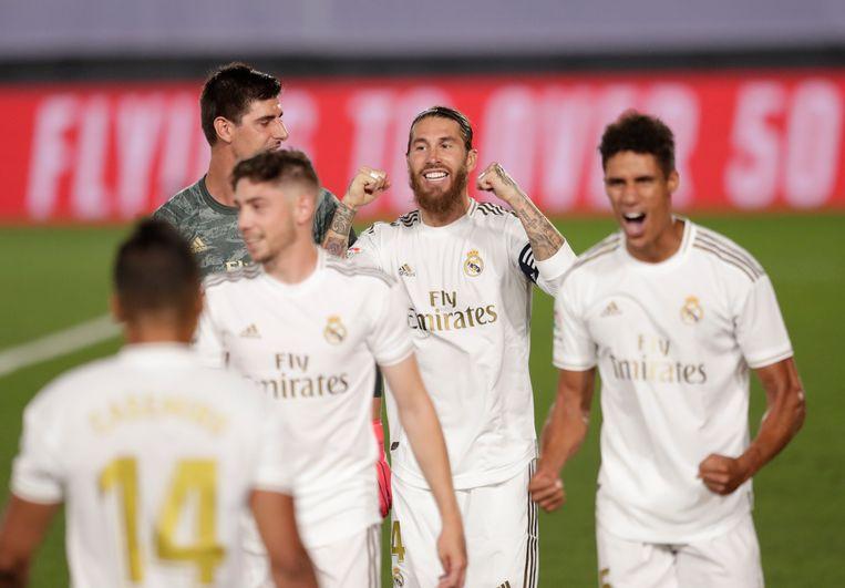 Spelers van Real Madrid vieren de overwinning.  Beeld AP