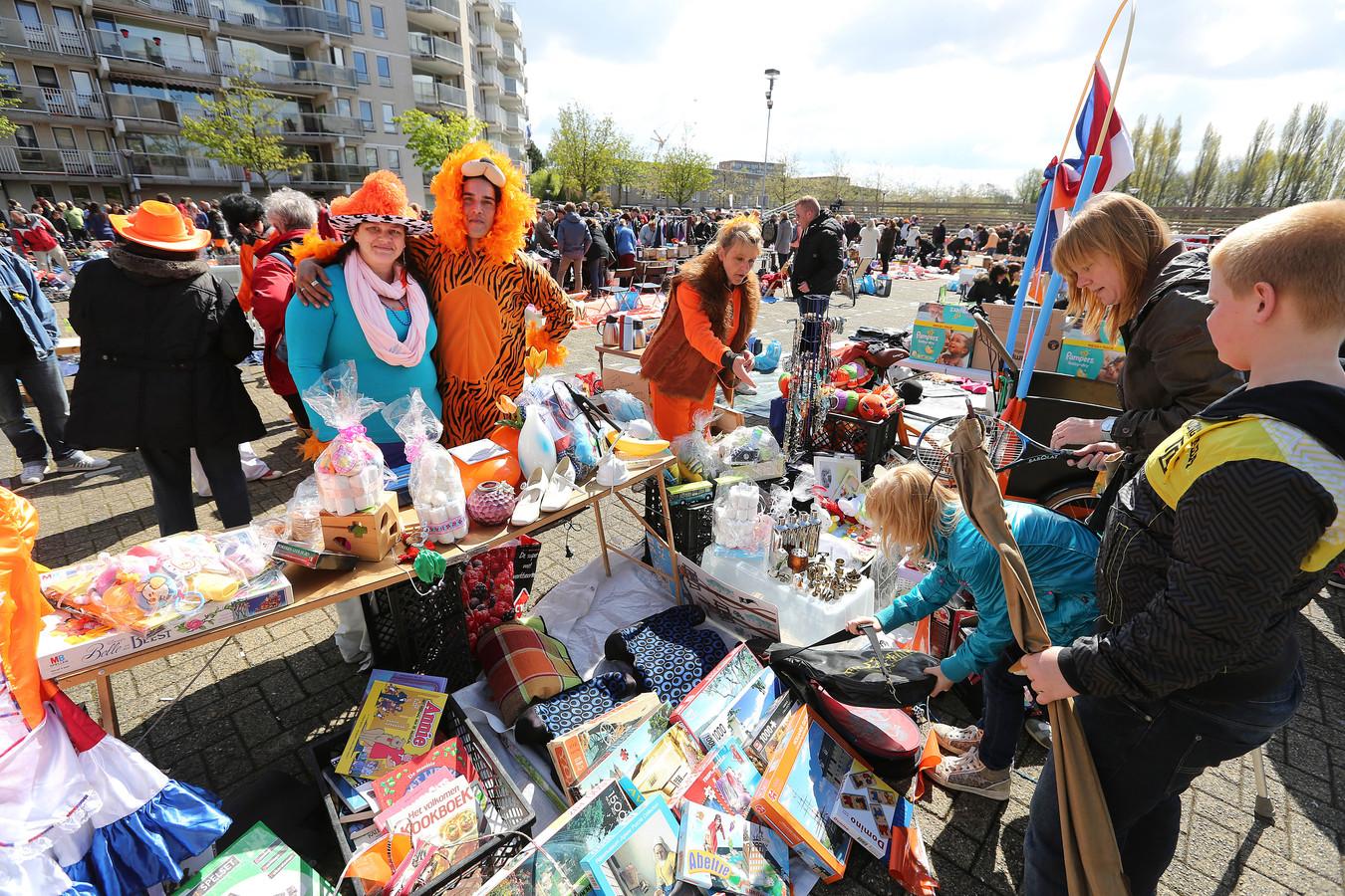Koningsdag 2015: de vrijmarkt op de Markt in Zoetermeer.
