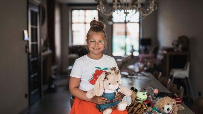"""Fran (10) opent webshop die je helpt zelf teddyberen te vullen: """"Mensen kunnen nu wel een knuffel gebruiken"""""""
