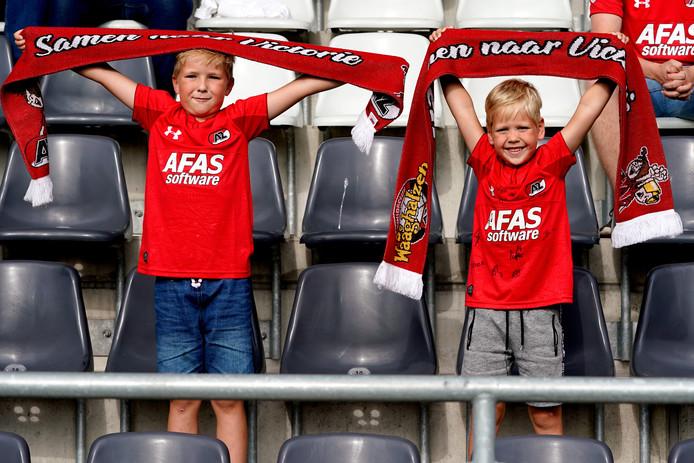Fans van AZ steunen de ploeg in Zweden.