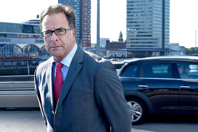 Wethouder Pex Langenberg vindt niet dat de plannen voor een derde stadsbrug op drijfzand zijn gebaseerd. ,,Ik kom met oplossingen.''